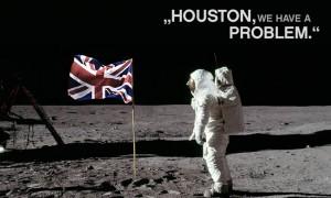 astronautas americanos en la luna encontrando la bandera británica