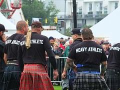 deportistas escoceses típicos de los Highland Games