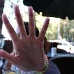mano que hace Stop
