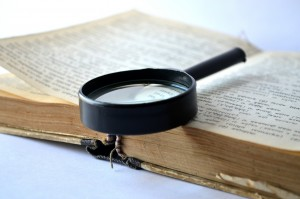 lupa y diccionario