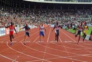 atletas-en-linea-de-meta